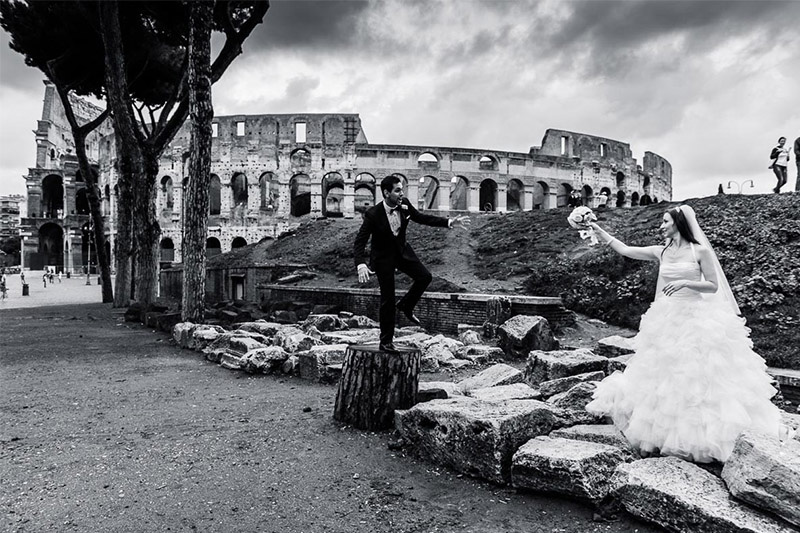 Wedding photo with Colosseum in background