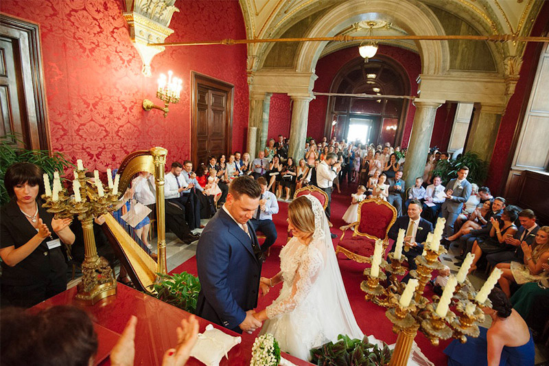 Gorgeous couple tying the knot in Rome
